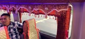 Đầu ghế xe Mẹt 16 chỗ cùng rèm trang trí xe