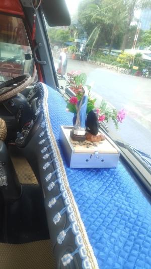 Táp lô trang trí xe khách